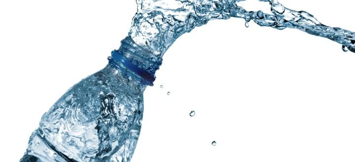 agua embotellada simple